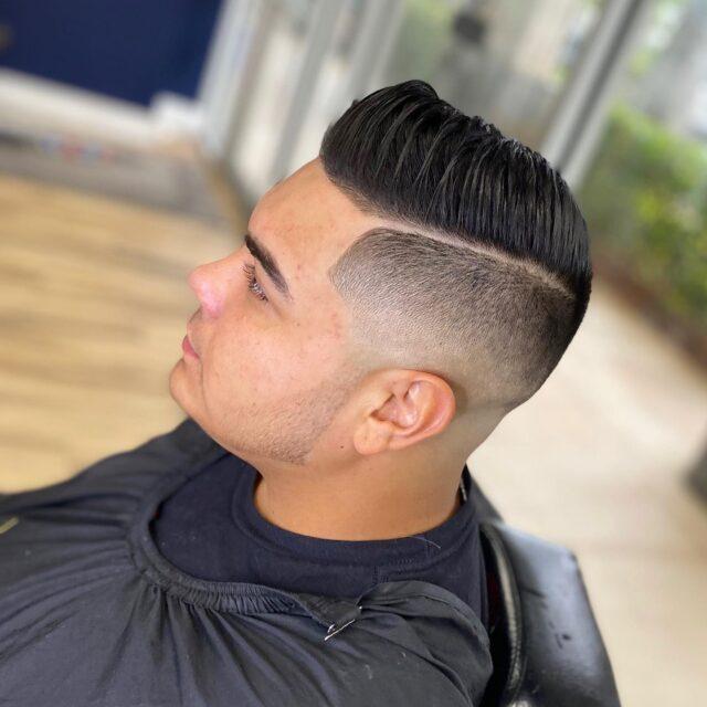 Come get that fresh haircut for your weekend🎯💈 Benandjohnnys.com📲 Book now👆🏼 . #hairstylist #barber #beard #barberlove #barbershopconnect #andis #barberworld #style #barbershop #hair #wahl #love #barbers #barbering #hairstyles #menstyle #mensfashion #hairstyle #menshair #fashion #haircolor #haircut #thebarberpost #barberlife #barbergang #beardgang #fade #mensstyle #nastybarbers #barbersinctv